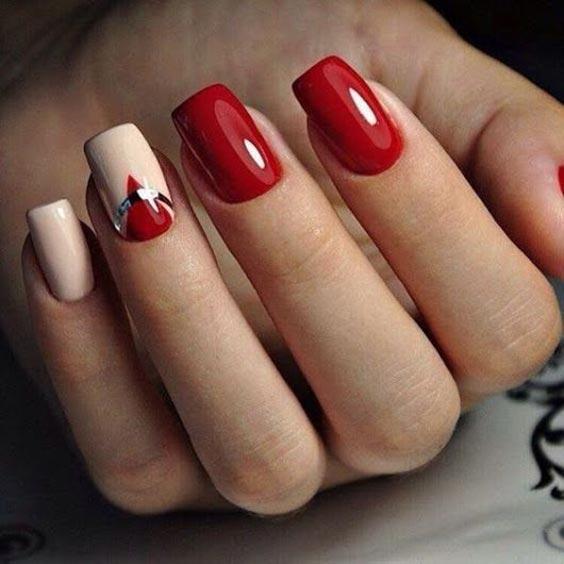 Маникюр с красным и белым лаком