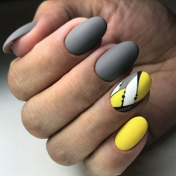 Серо-жёлтый маникюр идеи