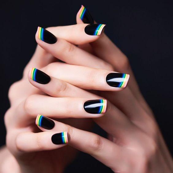Ногти с полосками дизайн 2020