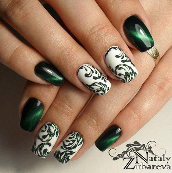 Маникюр зеленый с белым лаком