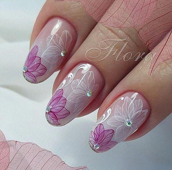 Маникюр с цветами на ногтях фото