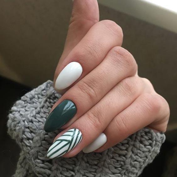 Маникюр зелёный с белым