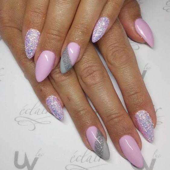 Серо-розовый маникюр фото