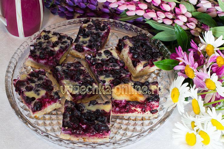 Пирог с замороженными ягодами дрожжевой