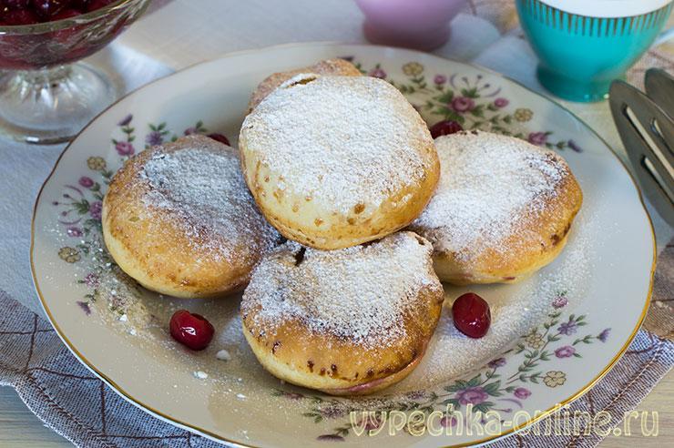 Пончики на молоке и дрожжах рецепт на сковороде с начинкой из вишни