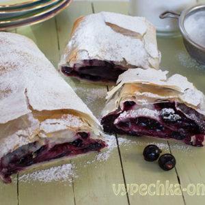 Штрудель из теста фило – постный рецепт с замороженными ягодами чёрной смородины