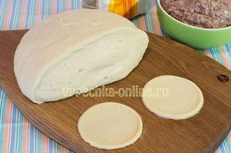 Тесто на домашние пельмени на воде с яйцами и кукурузной мукой – как сделать: рецепт с фото