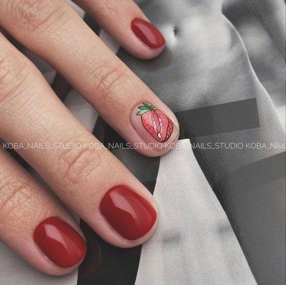 Ногти клубничный дизайн