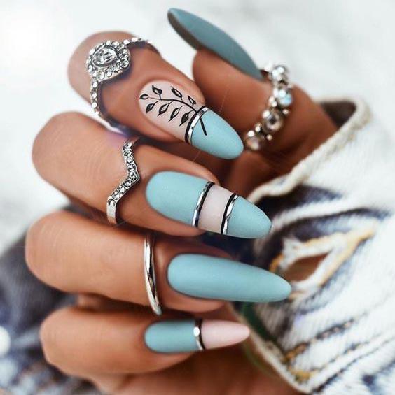 Бело-голубой маникюр 2020: дизайн ногтей с фото