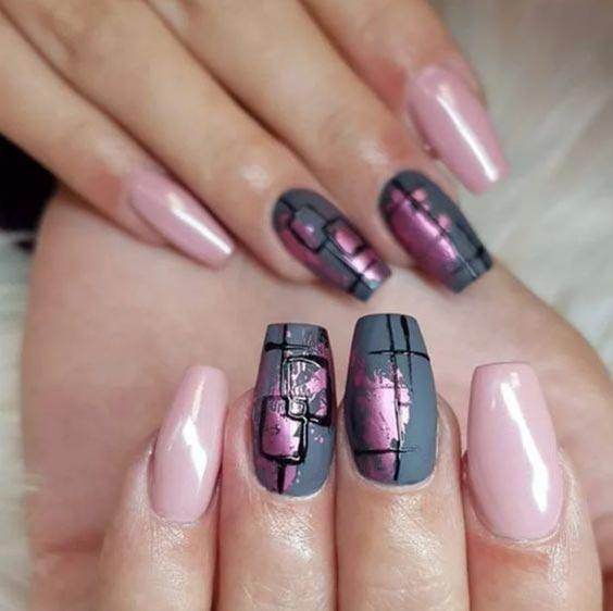 Маникюр с серым и розовым лаком