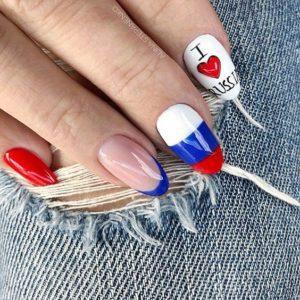 Российский флаг на ногтях