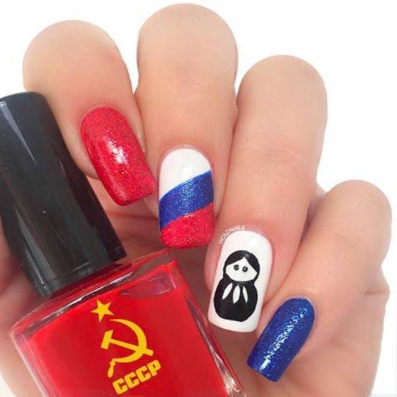Маникюр с российским флагом