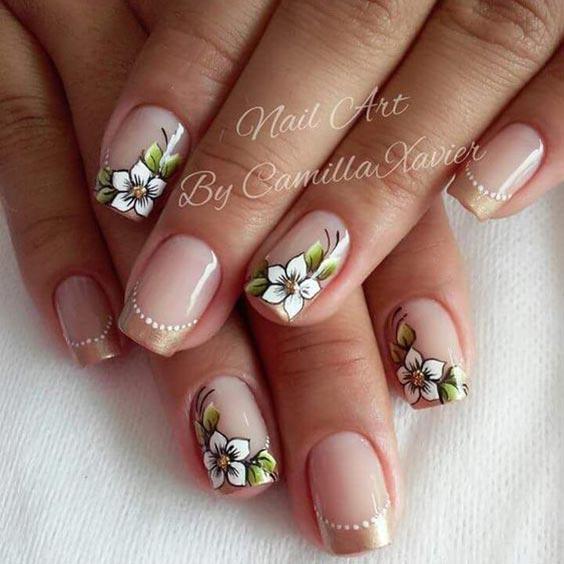 Маникюр с цветочками фото