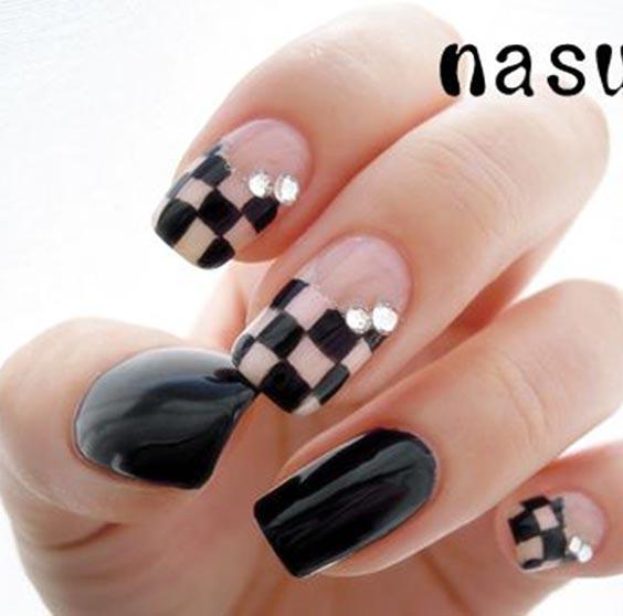 Дизайн ногтей с шахматным принтом