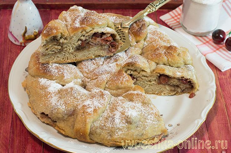 Дрожжевой пирог с вишней и орехами – постный рецепт для духовки