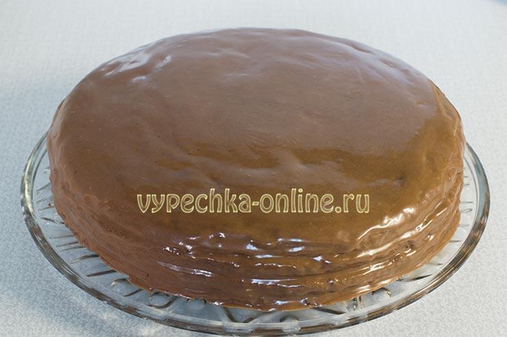 Шоколадный торт с масляным кремом и сгущенкой