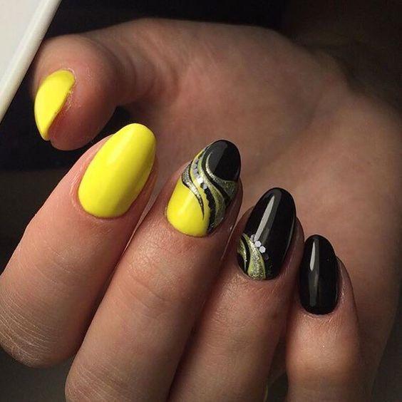 Маникюр с чёрным и жёлтым цветом
