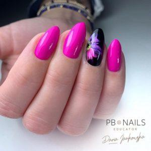 Дизайн ногтей розовый с чёрным