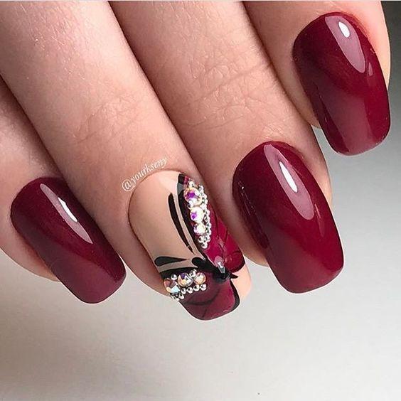 Бабочка из страз на ногтях дизайн