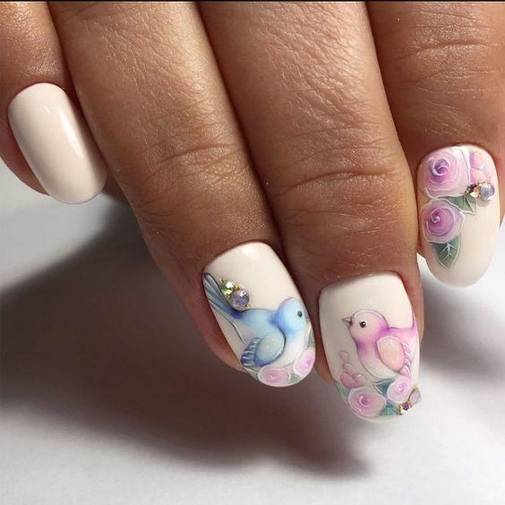 Рисунок птички на ногтях