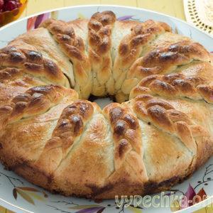Дрожжевой пирог с вишней в духовке