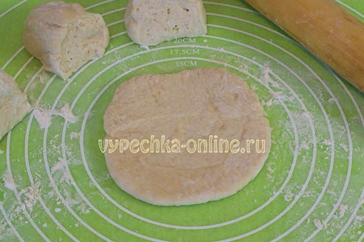 Формовка пирожков с вареньем