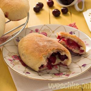 Пирожки с вишней на сухих дрожжах духовые сдобные: как приготовить – рецепт с фото