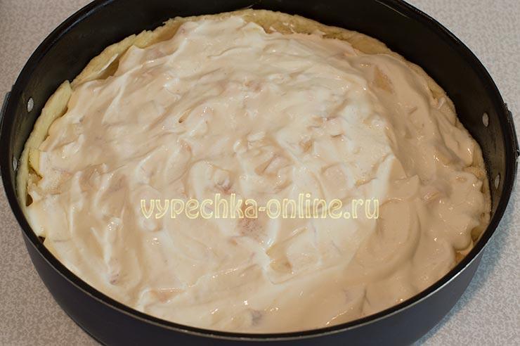Пирог с яблоками и сметанной заливкой на дрожжевом тесте
