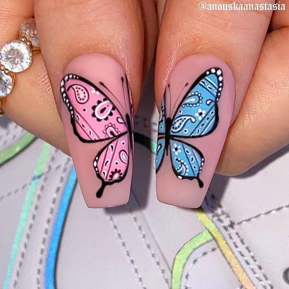Маникюр с рисунком бабочки