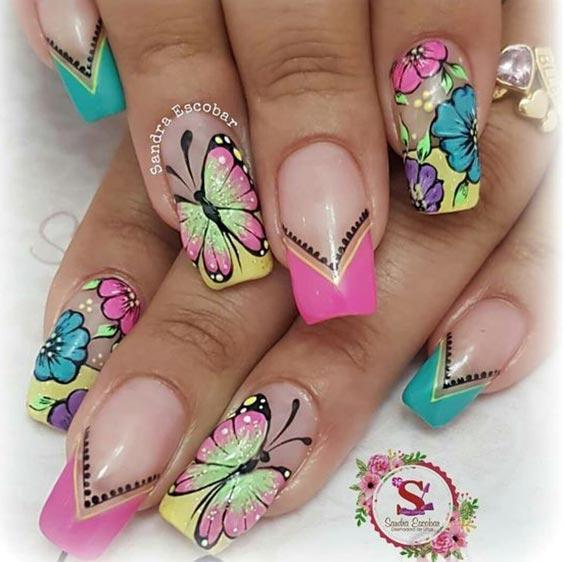 Летний маникюр с бабочками