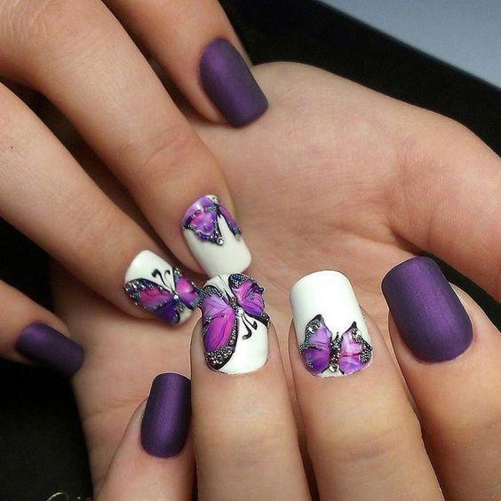 Маникюр с бабочками и стразами фото