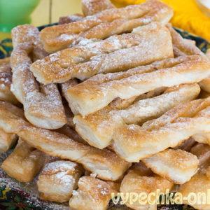 Хворост из слоёного теста (готового бездрожжевого) на сковороде – рецепт с фото пошагово