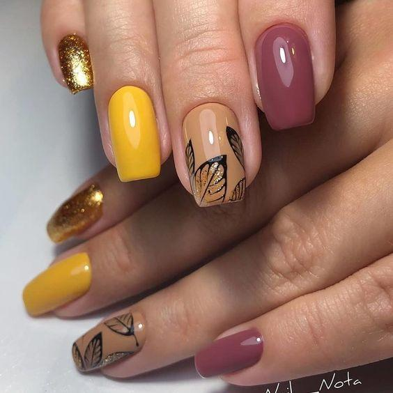 Ногти с осенними листьями