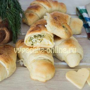 Круассаны с сыром из слоёного теста дрожжевого – рецепт с фото пошагово в духовке