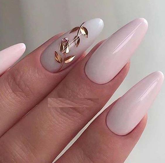 дизайн ногтей нюд с золотым