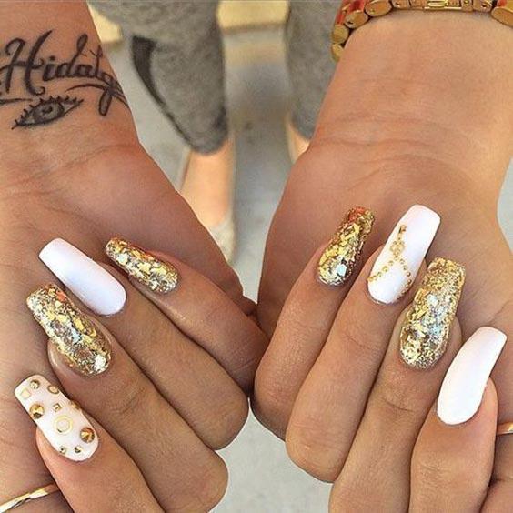 маникюр белый с золотым