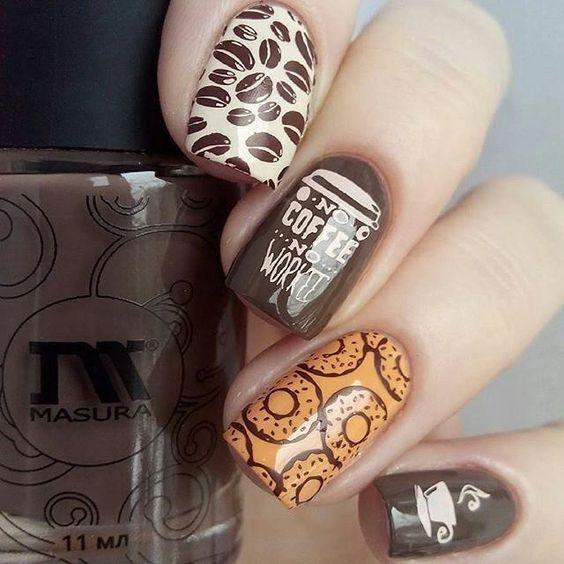 кофейные ногти