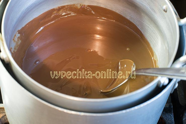 Растопленный шоколад на водяной бане