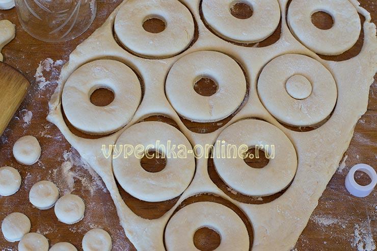 Пышные пончики на молоке с дырочкой