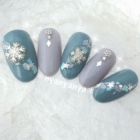дизайн ногтей со снежинками фото