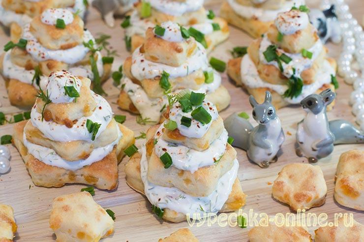 Ёлочки закуска на Новый год из печенья звёздочки – рецепт с фото