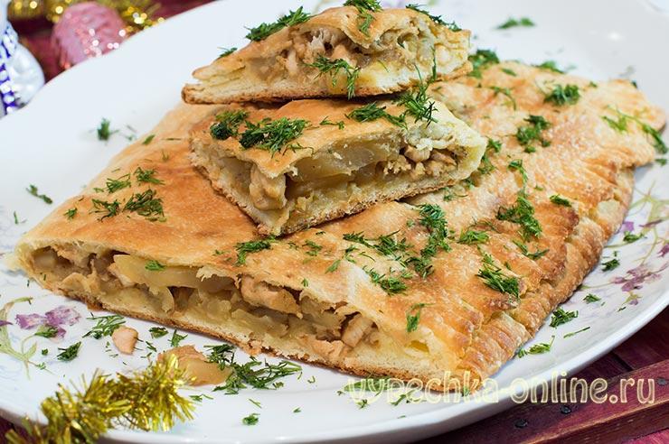 Пирог из слоёного теста с курицей и картошкой в духовке рецепт с фото пошагово