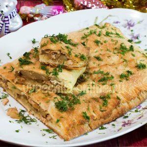 Пирог из слоёного теста с курицей и картошкой в духовке