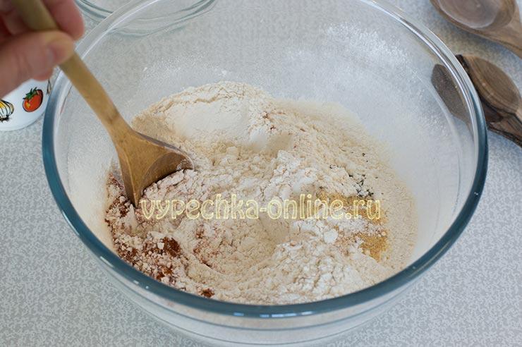 Перемешиваю сухие ингредиенты