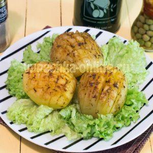 Картошка, запечённая целиком в духовке