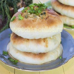 Хачапури на кефире и дрожжах с сыром и зеленью - рецепт с фото пошагово