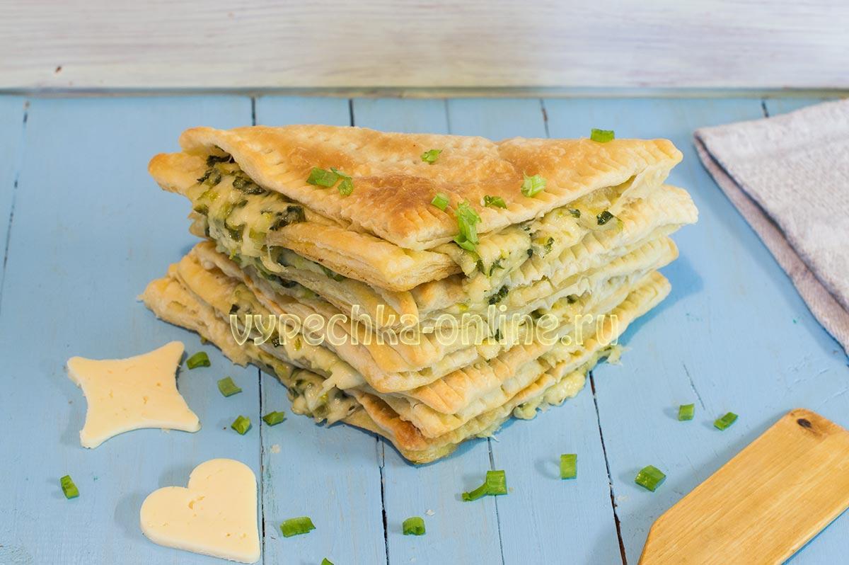 Слойки из готового слоёного теста с сыром и зеленью в духовке