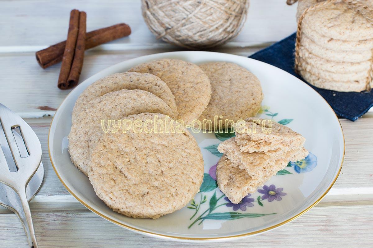 Постное овсяное печенье с корицей