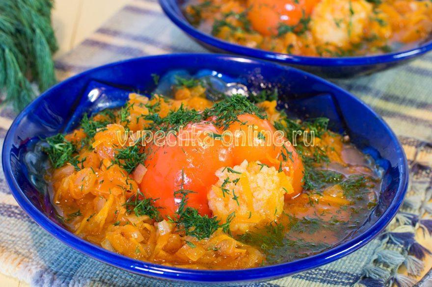 Постный фаршированный перец с рисом и томатным соусом
